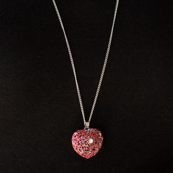 Paparazzi   Love Is All Around - Red Necklace